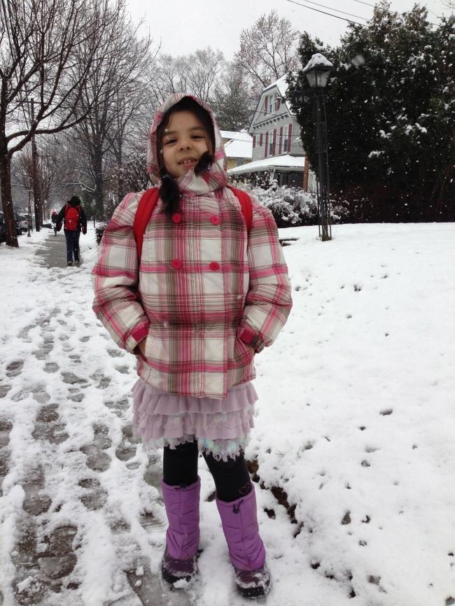 Lala 7 años con pollera tejida con aplicaciones de lentejuelas.